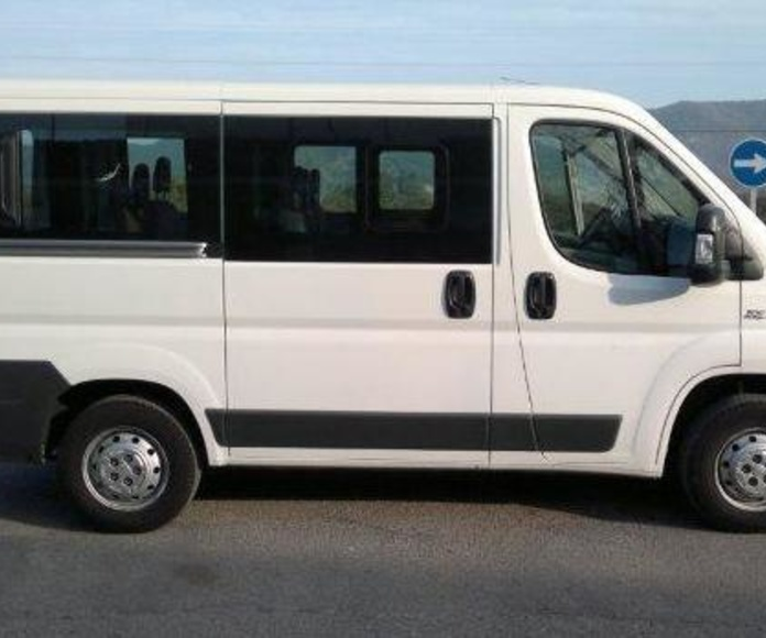 oferta por 150 euros furgoneta de 9 plazas todo un fin de semana