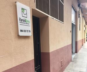 Visítenos en la calle Maestro Bretón, 4 (bajo)