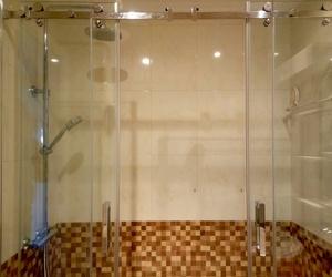 Instalación de plato de ducha y mampara