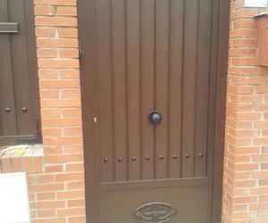 Puerta cancela de chalet