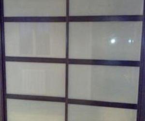 Armario empotrado, puertas de cristal de seguridad mate