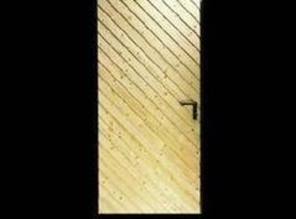 Puerta batiente madera oblicuo
