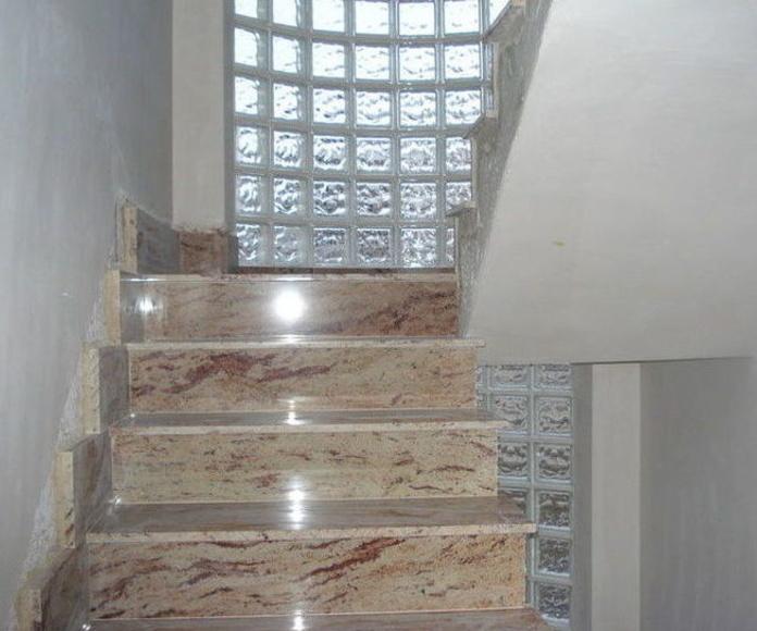 Escaleras: Construcciones y reformas de Hermanos Flor