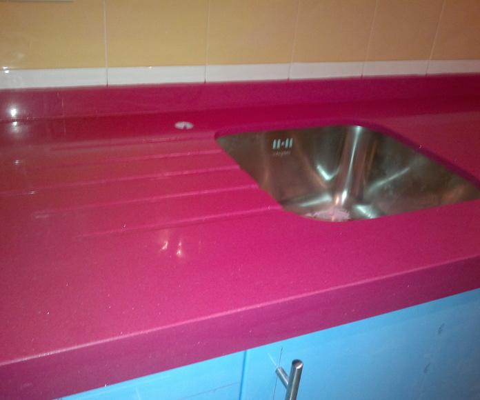 Encimeras(rojo, burdeo, rosa): Catálogo y exposición de Alcomármol