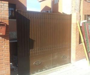 Puerta corredera de chalet