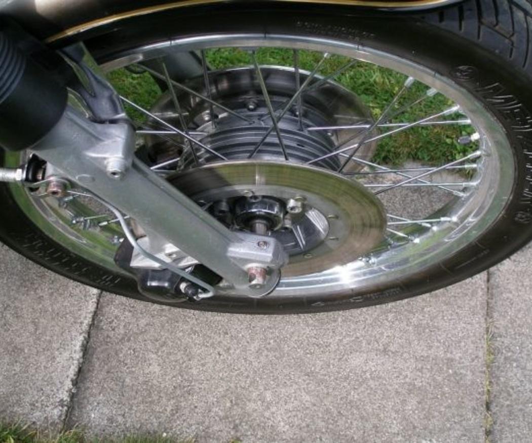 Cuándo cambiar los neumáticos de la moto (I)