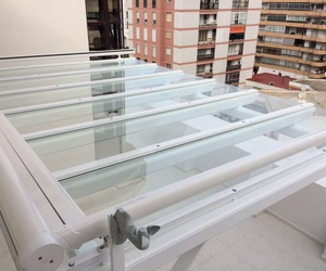 Pérgola de Aluminio con vidrio laminar de 5+5 Aluminios Aludecor