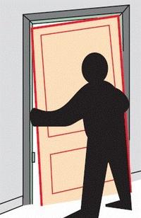 3. Monte la puerta sobre el larguero del galce que acaba de fijar