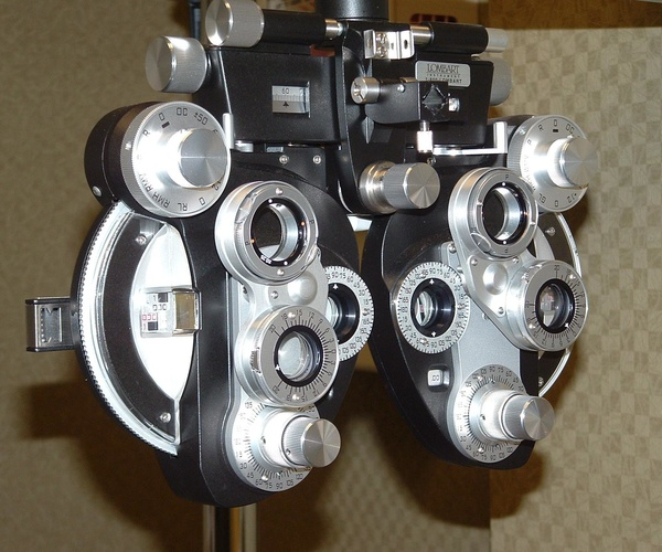 Médicos oftalmólogo