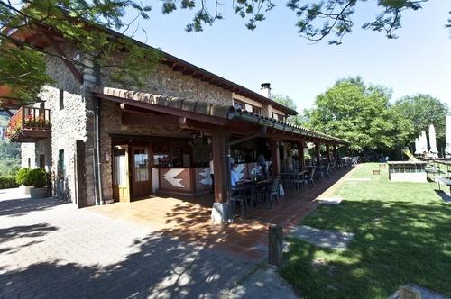 Restaurante con terraza y comedor exterior