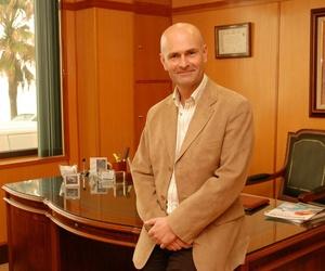 Dr. Lobatón, médico especialista en alergología en Cádiz