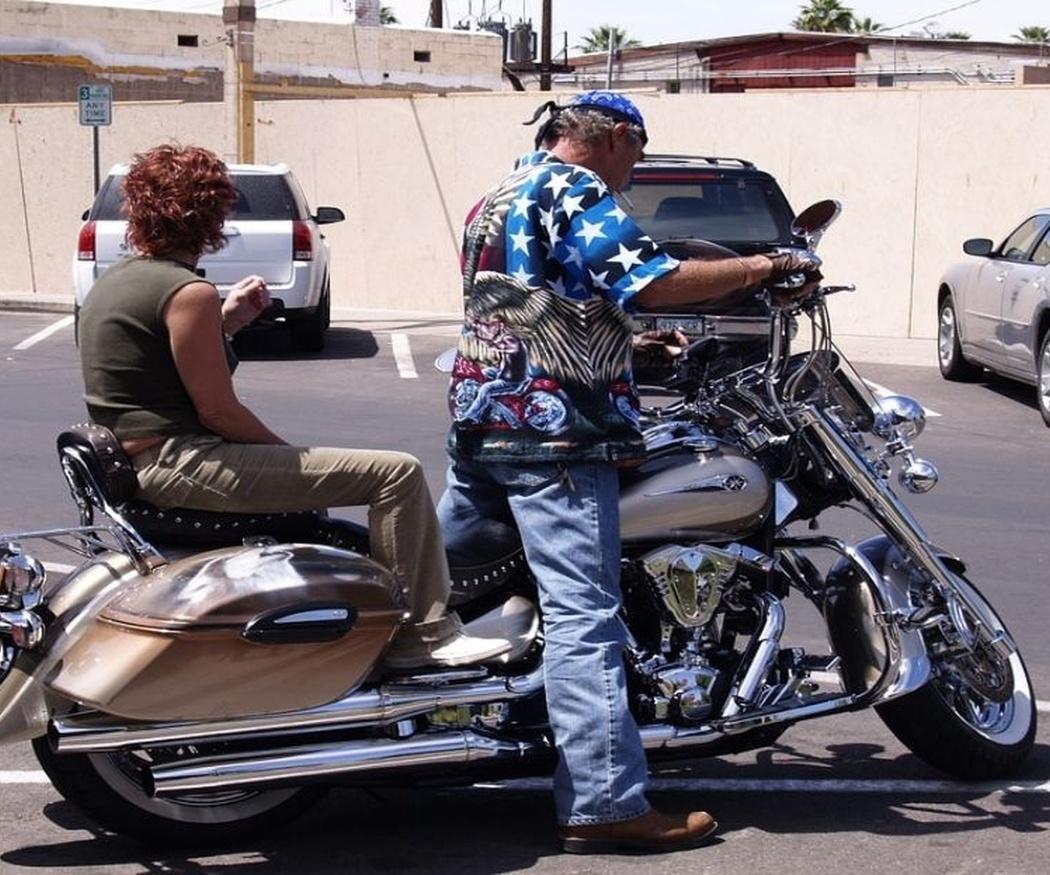 Conducir una moto con acompañante