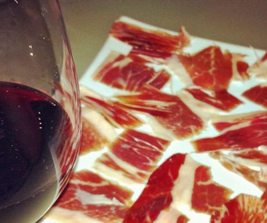 ¿Por qué existe una dieta a base de jamón y vino?