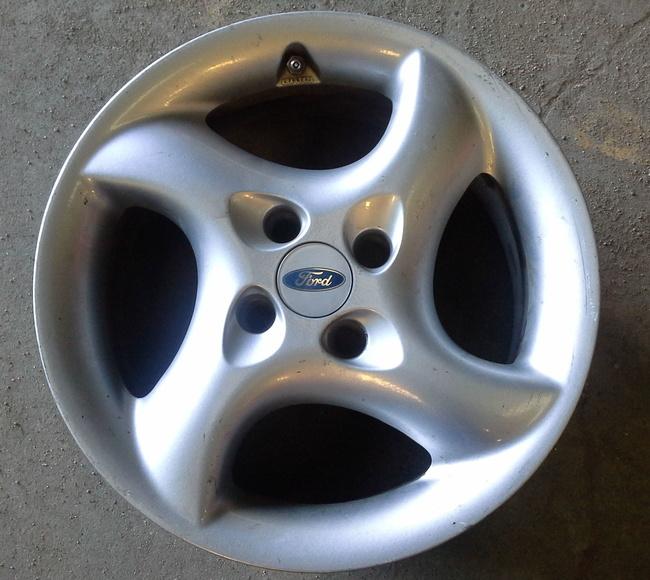 Llantas de aluminio de Ford R-16 en Desguaces Clemente de Albacete|default:seo.title }}