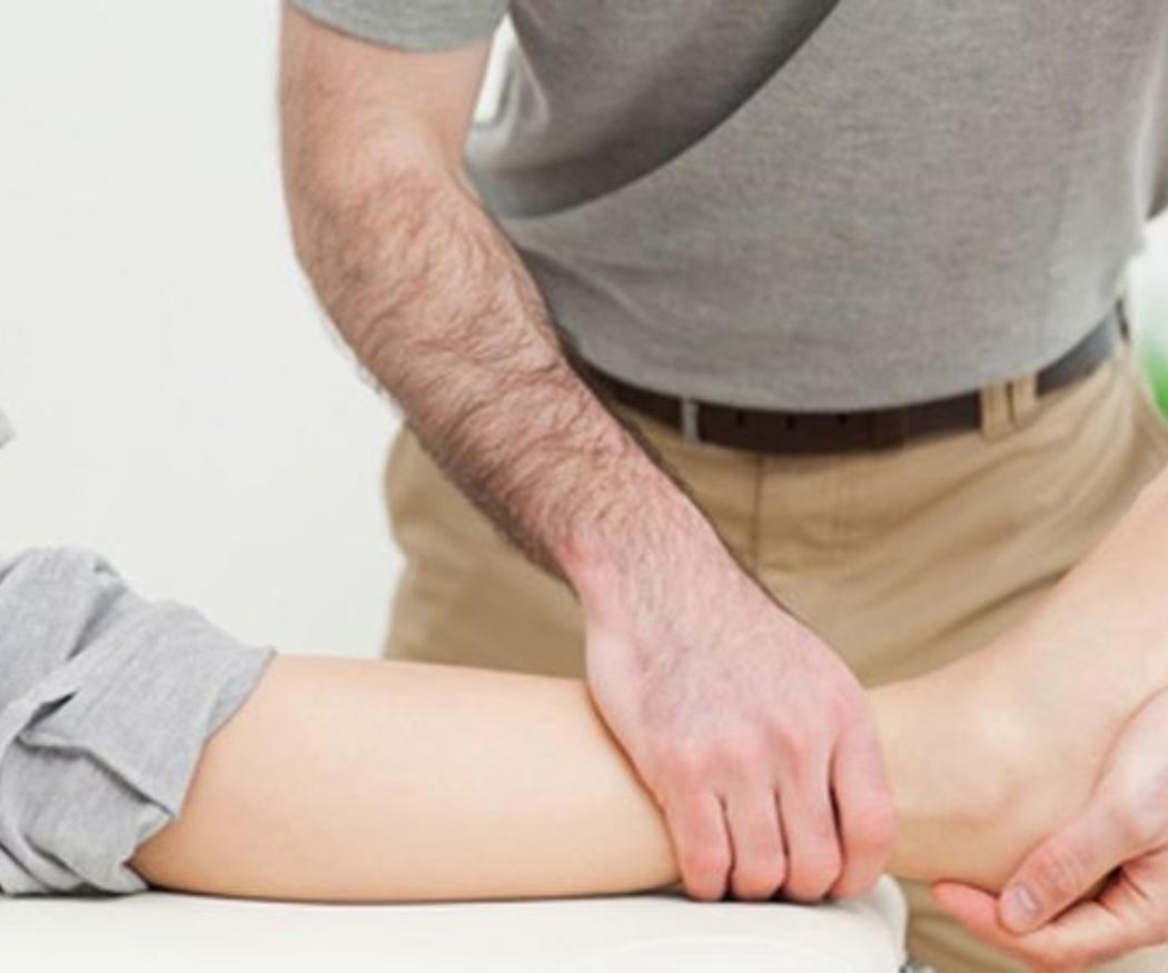 Cura tu esguince de tobillo con masajes deportivos