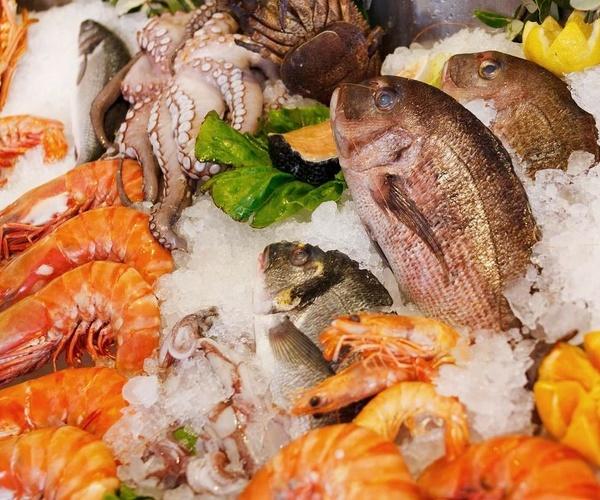 Especialidad en mariscos y comidas caseras