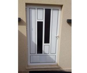 Puertas de aluminio en vivienda