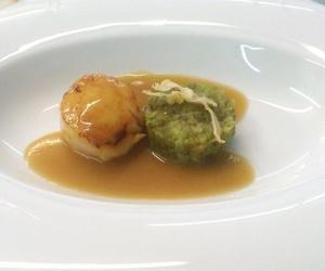 Vieira con picadillo con sopita de garbanzos y cigalas del Restaurat L'Auro