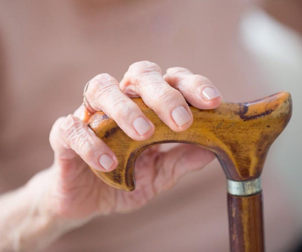 Todos merecemos envejecer con dignidad