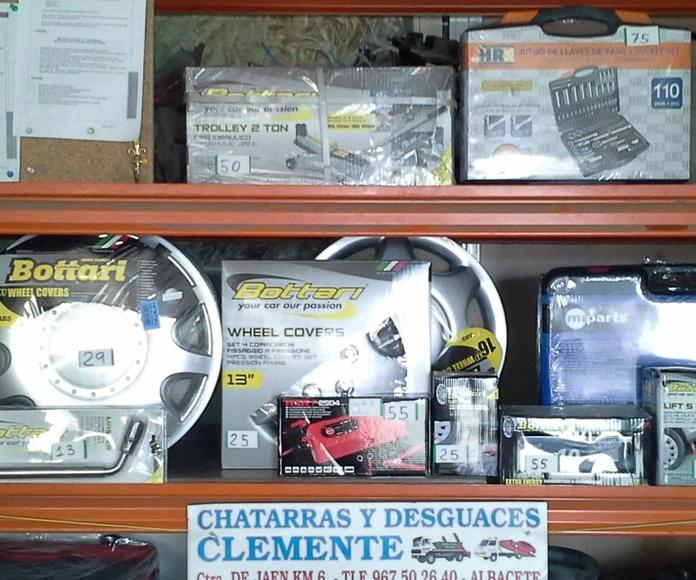 Tapacubos, herramientas, escobillas, alfombrillas, liquido de frenos, anticongelante, etc