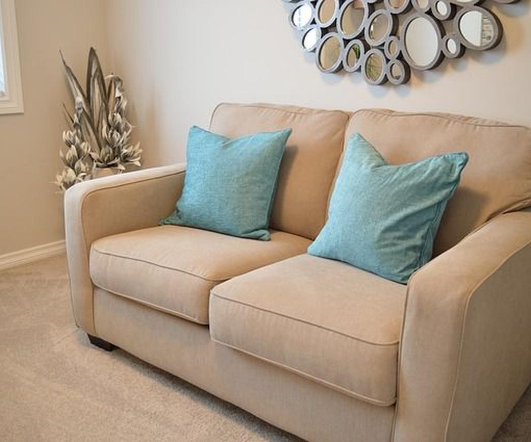 Cómo limpiar la tapicería de sillas, sillones y sofás