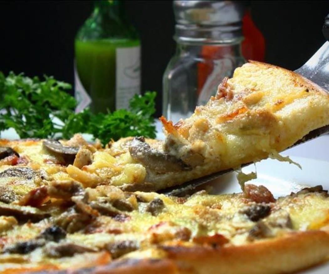 Pizza italiana, originaria de Nápoles