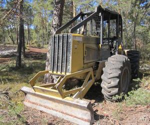 Maquinaria especial para realizar los trabajos forestales