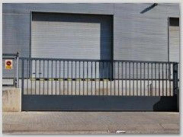 Puerta metálica corredera para garaje