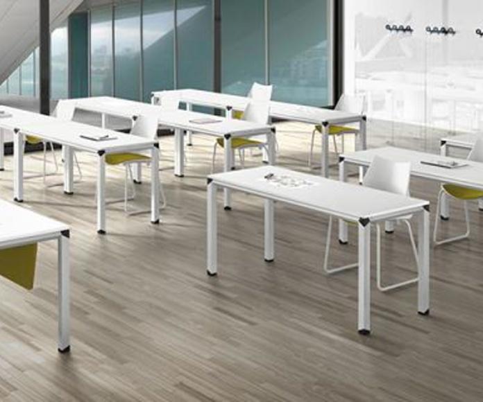 Aula con mesas Metrik blancas
