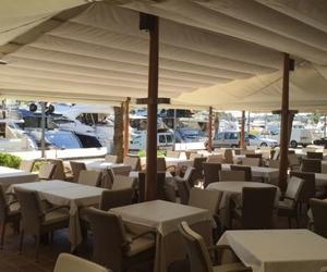 Restaurante Botavara. Gran terraza con vistas al puerto