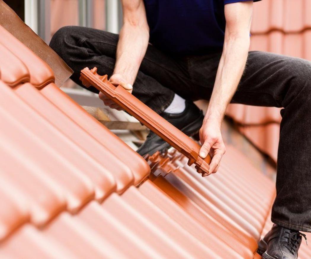 Pasos para arreglar goteras en un tejado