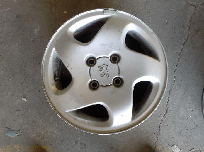 Llantas de aluminio de Peugeot en R-14 de 4 tornillos en desguaces Clemente de Albacete|default:seo.title }}