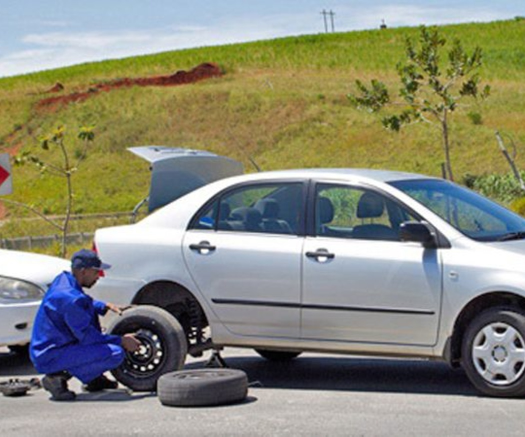 Cómo cambiar una rueda del coche