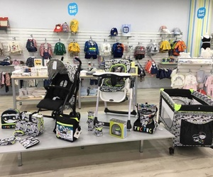 Ropa, sillas...todo para el bebé