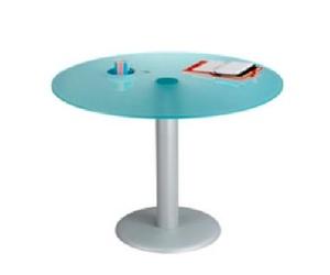Mesa de reuniones en cristal translúcido y pie metálico.