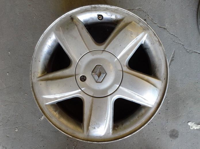Llantas de aluminio de Renault en R-15 de 4 tornillos default:seo.title }}