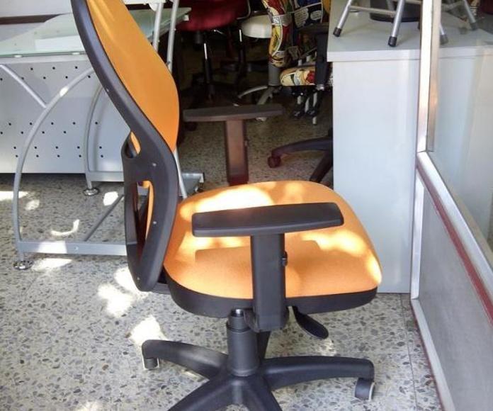 Silla ergonómica  PS-15 malla naranja , brazos regulables.Vista lateral