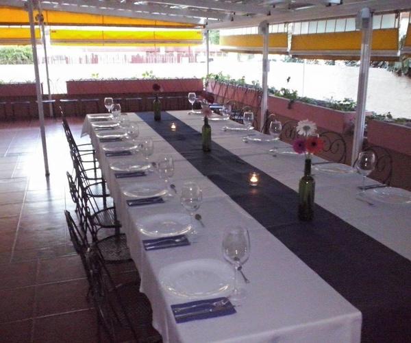 Restaurante con gran terraza exterior