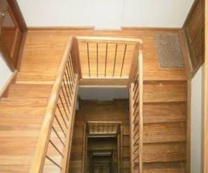 Escaleras de madera en Santander