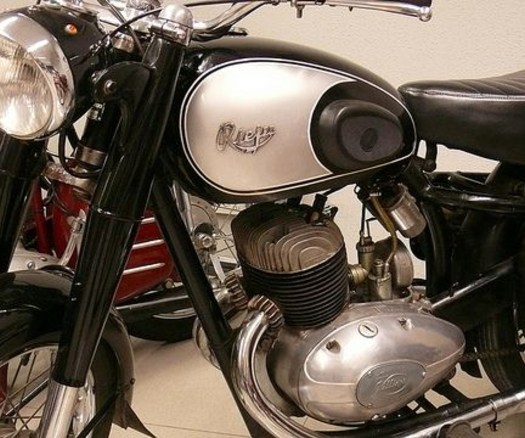 Consejos para conducir bien una moto clásica o antigua