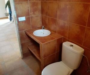 Solado y alicatado de baños en Jaén