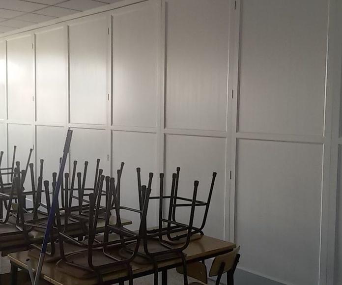 Mamparas plegables lacadas en blanco con detalles en aluminio