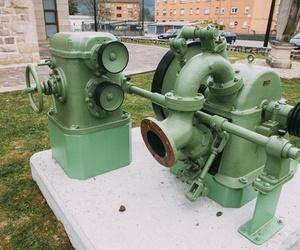 Máquina en el exterior del museo