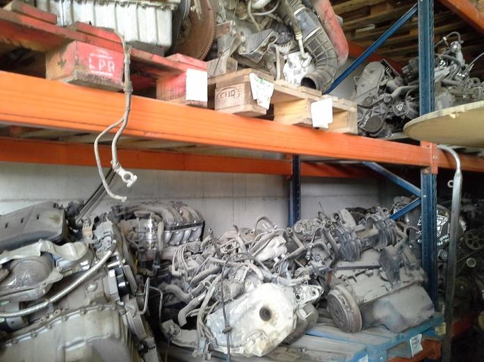 Motores de coches y cajas de cambios en Desguaces Clemente de Albacete|default:seo.title }}