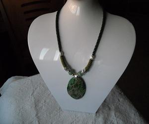 Colgante de cuero verde, jade y jaspe. ¡¡ VENDIDO!!