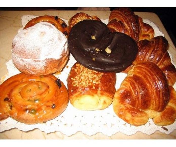 Bollería Artesanal: Especialidades de PASTELERIA LORENA:    Confiteria, Bomboneria, Pasteleria, Cafeteria, Comida para llevar, Regalos,