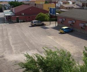 aparcamiento cerrado para cliente - La hacienda del Casar