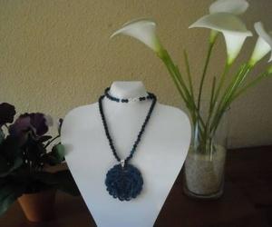 Colgante de jade azul en cadena de ágatas azules