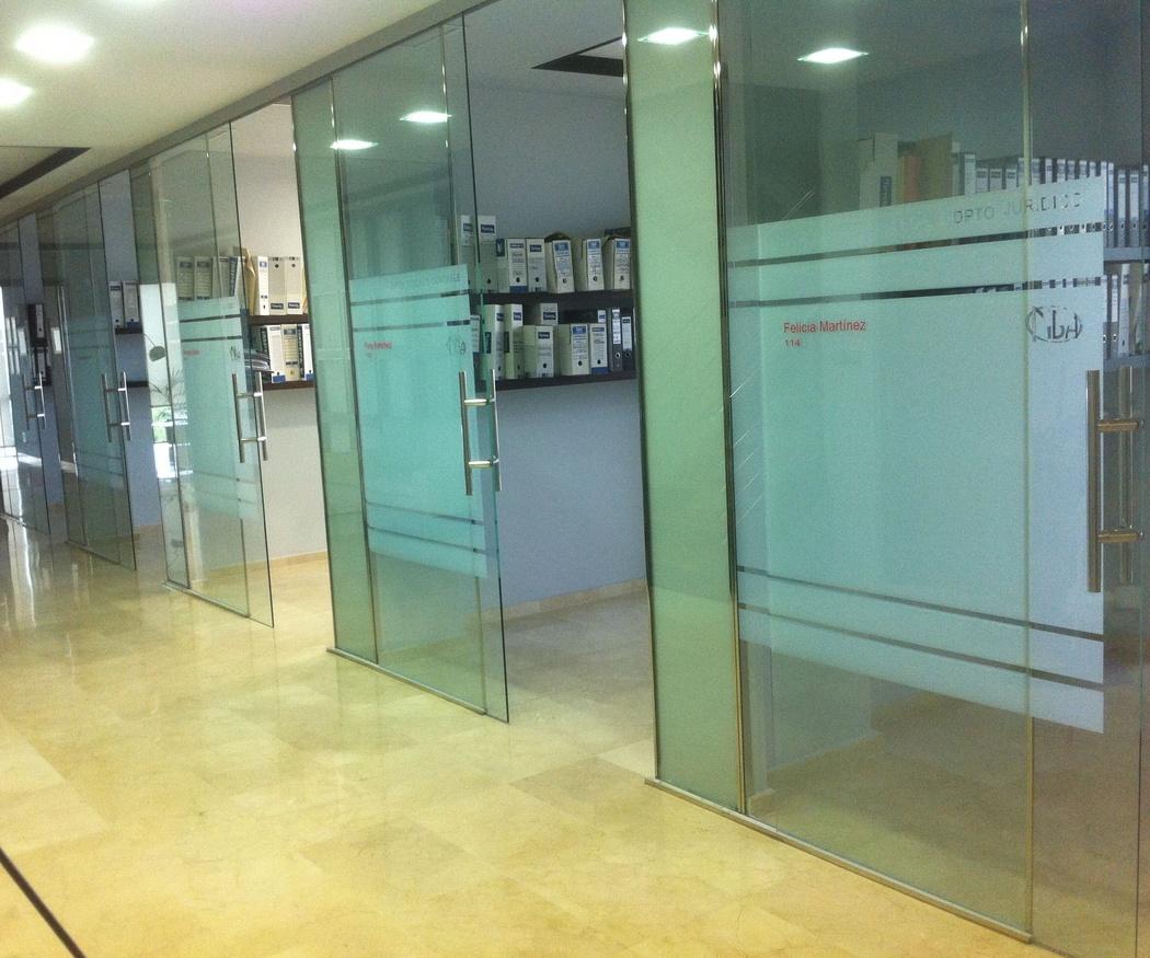 ¿Cuáles son las ventajas de los cerramientos de cristal para oficinas?