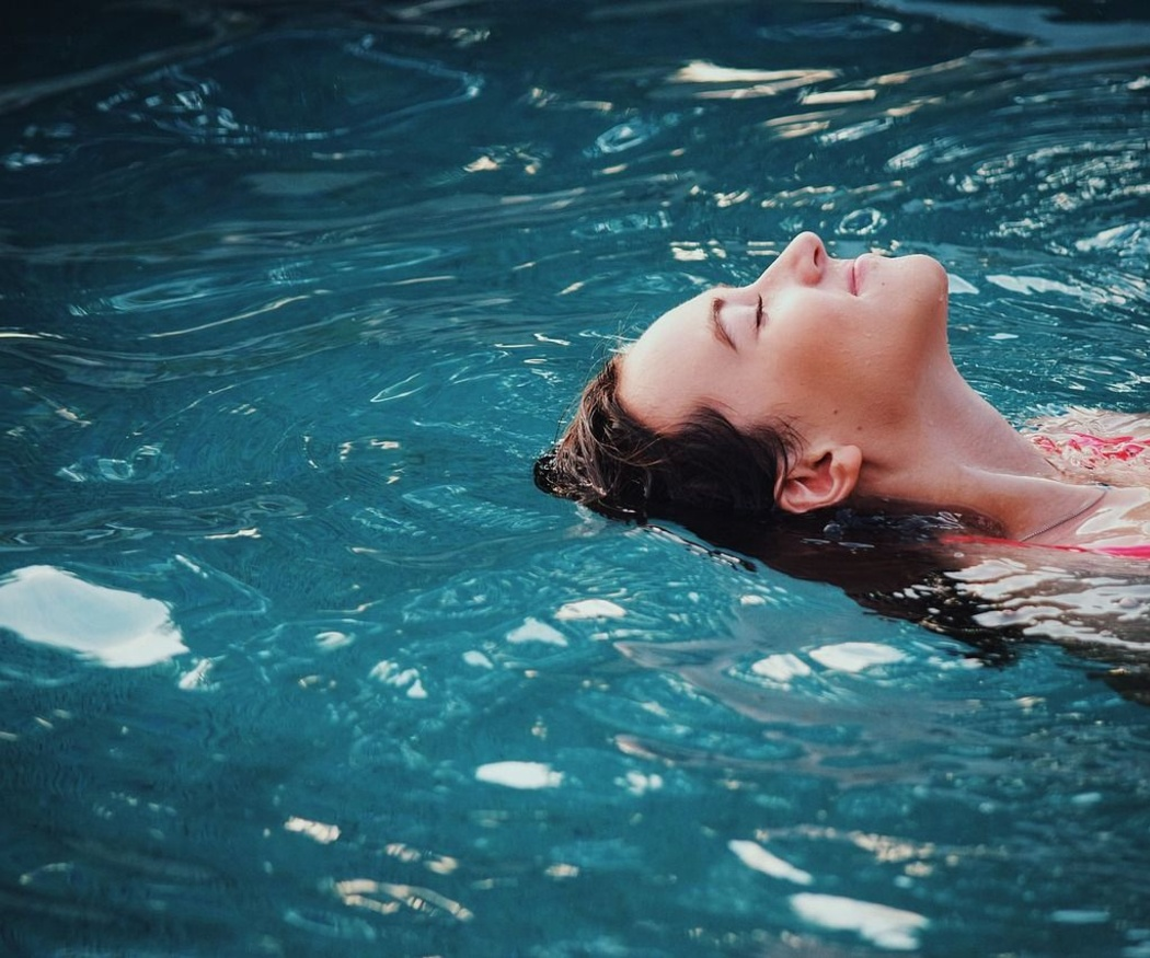 Los cinco complementos de piscina que no pueden faltar